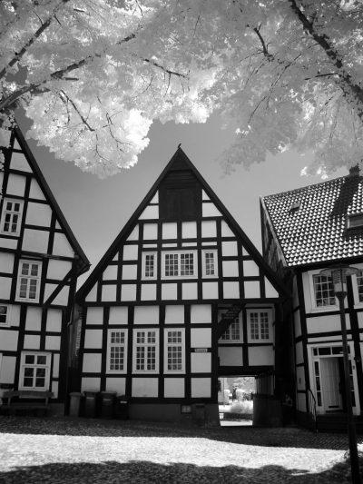 Kirchplatz (V)